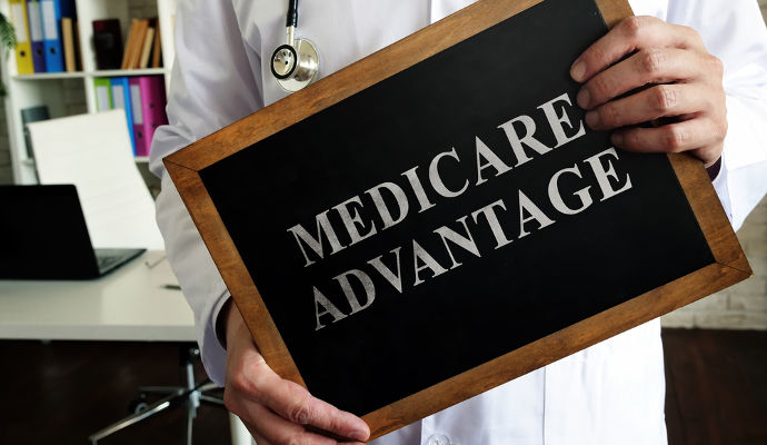 What are the pros of Medicare Advantage plans for 2022?